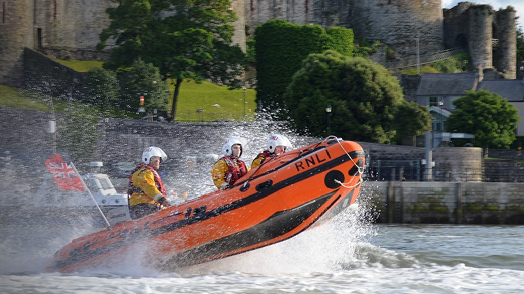 2. Conwy lifeboat crew in action - Danielle Rush - RNLI